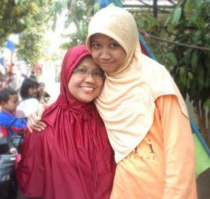 Lia bersama ibunda