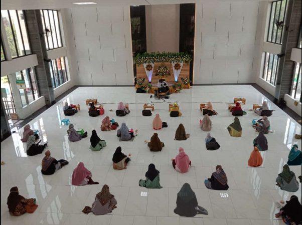 Peran Wanita Muslim Di Tengah Pandemi Covid-19